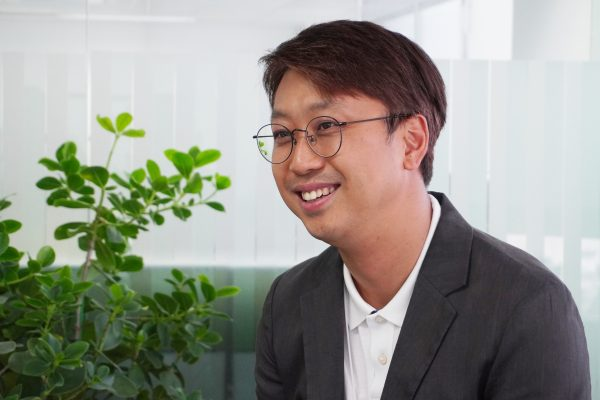 [Pangyo Startup] B;eat box of B;eat corporation, South Korea's first coffee shop with a robotic barista, is becoming widely available … Its goal this year is to launch 100th store